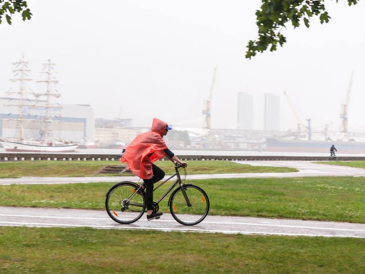 Fahrrad Regenbekleidung hält trocken und schützt vor Unterkühlung