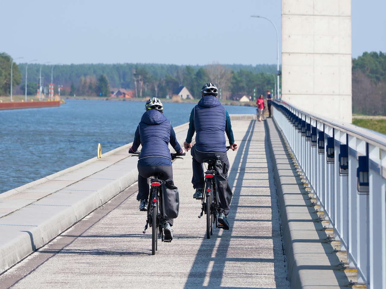 fahrradfahrer-elberadweg