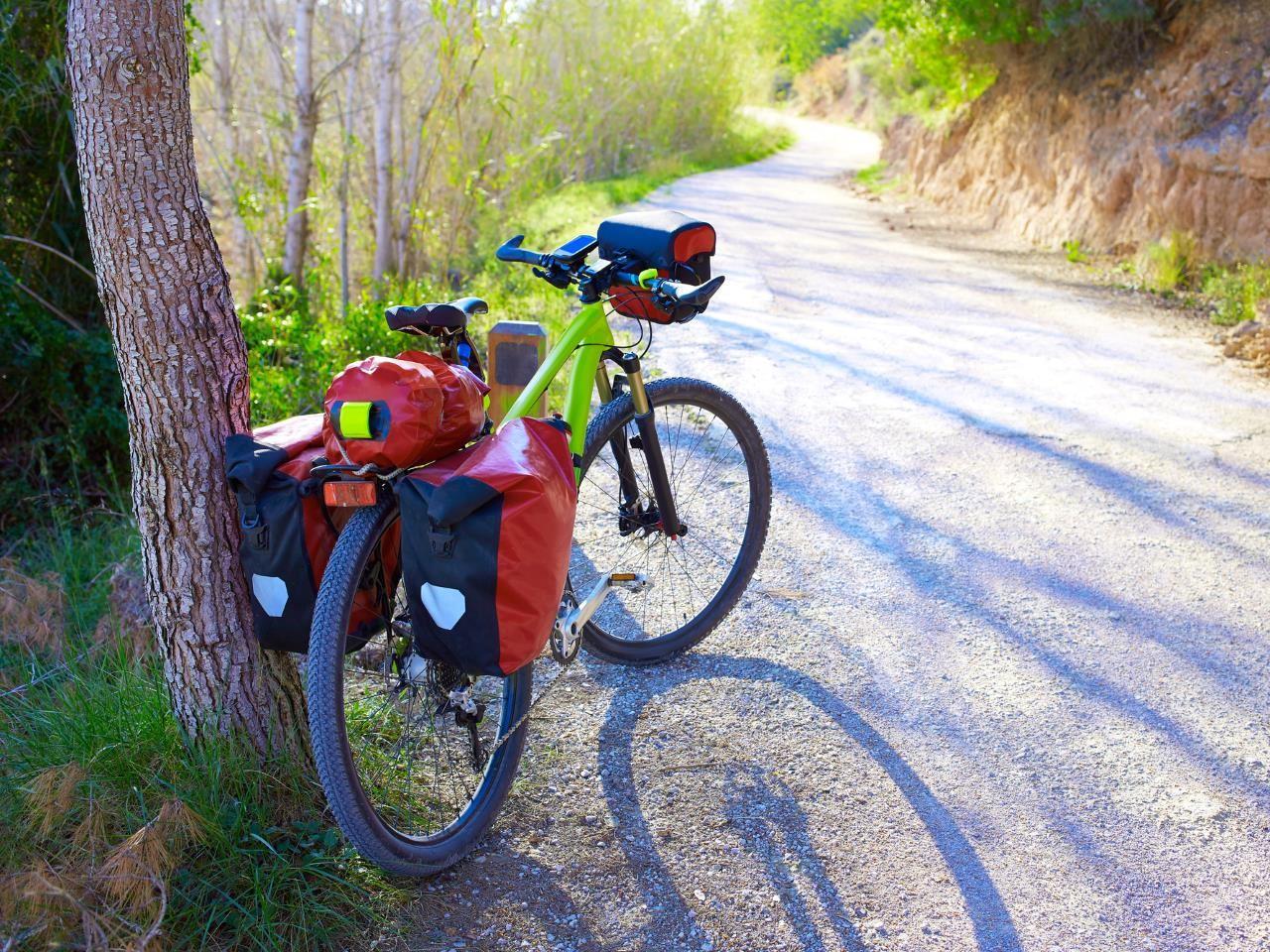trekkingrad-fahrradtour-mit taschen