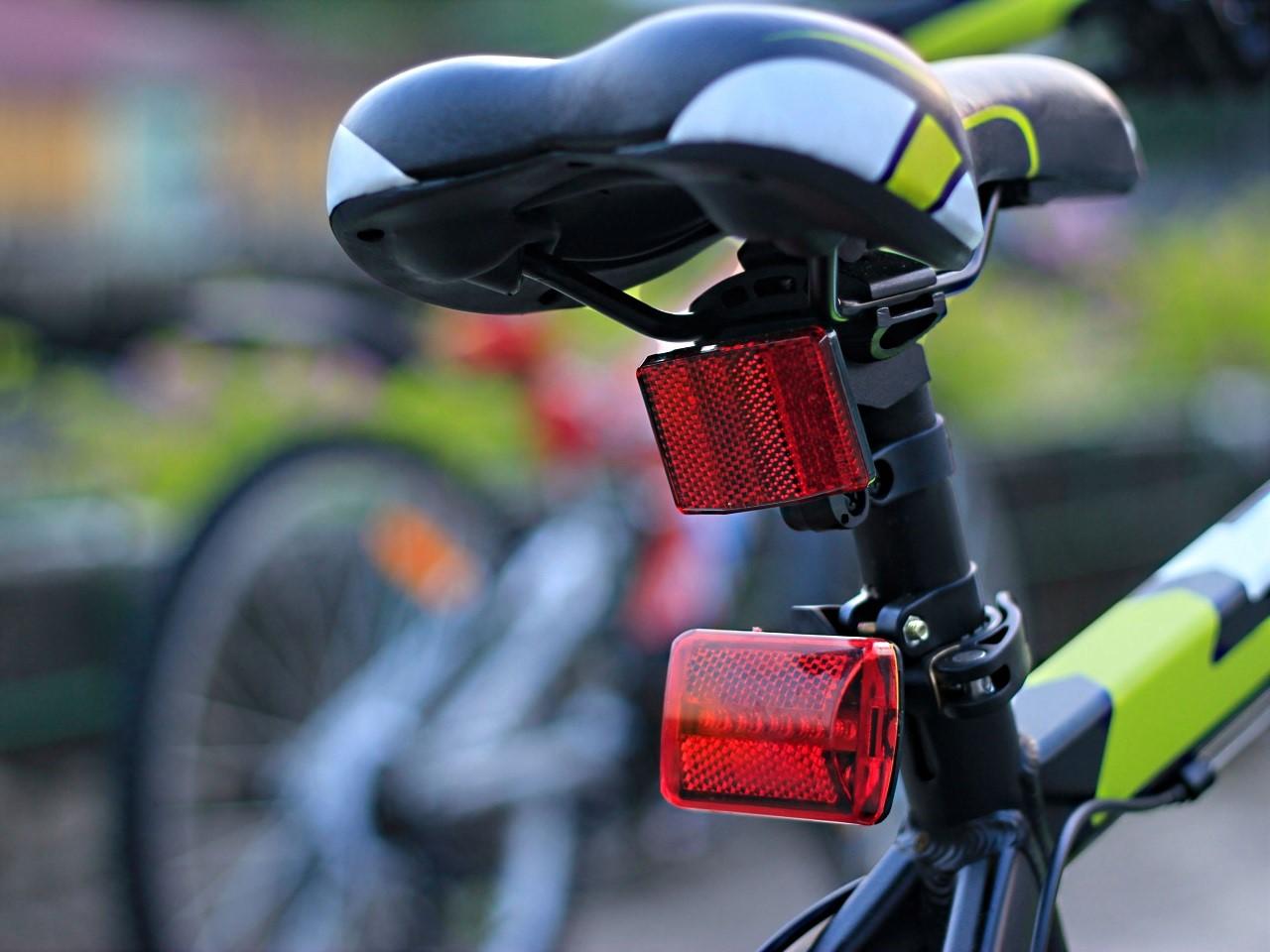 fahrradlicht-mit-led-ruecklicht